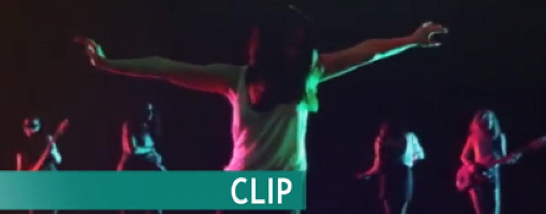 CLIP// «Embrasse-moi», Pendentif