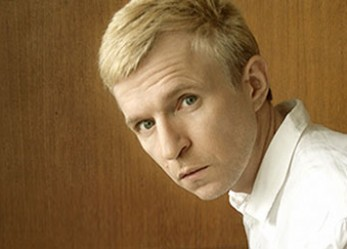 "CRITIQUE// Jay-Jay Johanson présente son intime ""Bury the Hatchet"" à l'Alhambra"